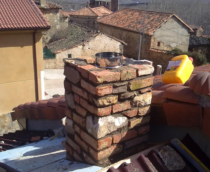 Colocación de chimeneas en Mansilla mayor